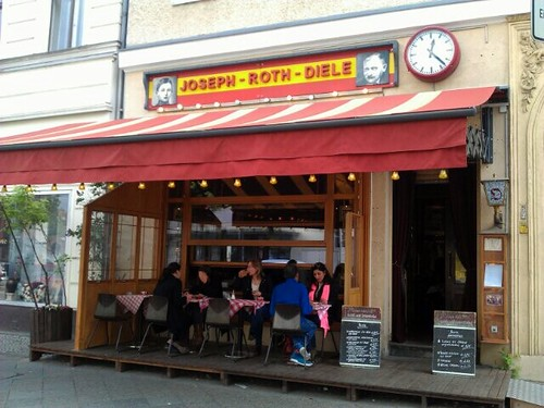 had a proper German lunch (Käsespätzle) at the Joseph-Roth-Diele #Berlin | by bpx