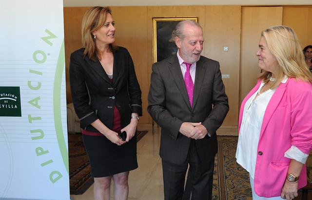 04-10-13 FIRMA CONVENIO OPAEF + AYUNTAMIENTO DE SEVILLA