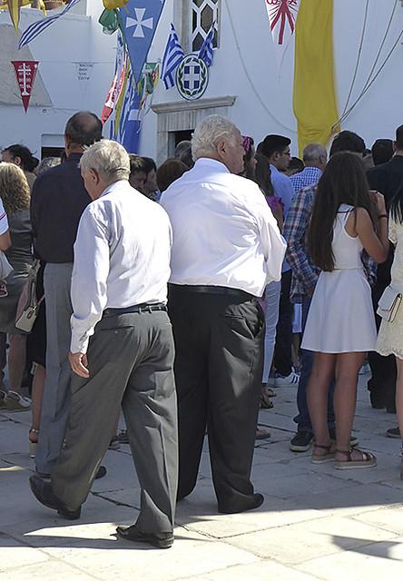 vieux grecs devant l'église de Filoti