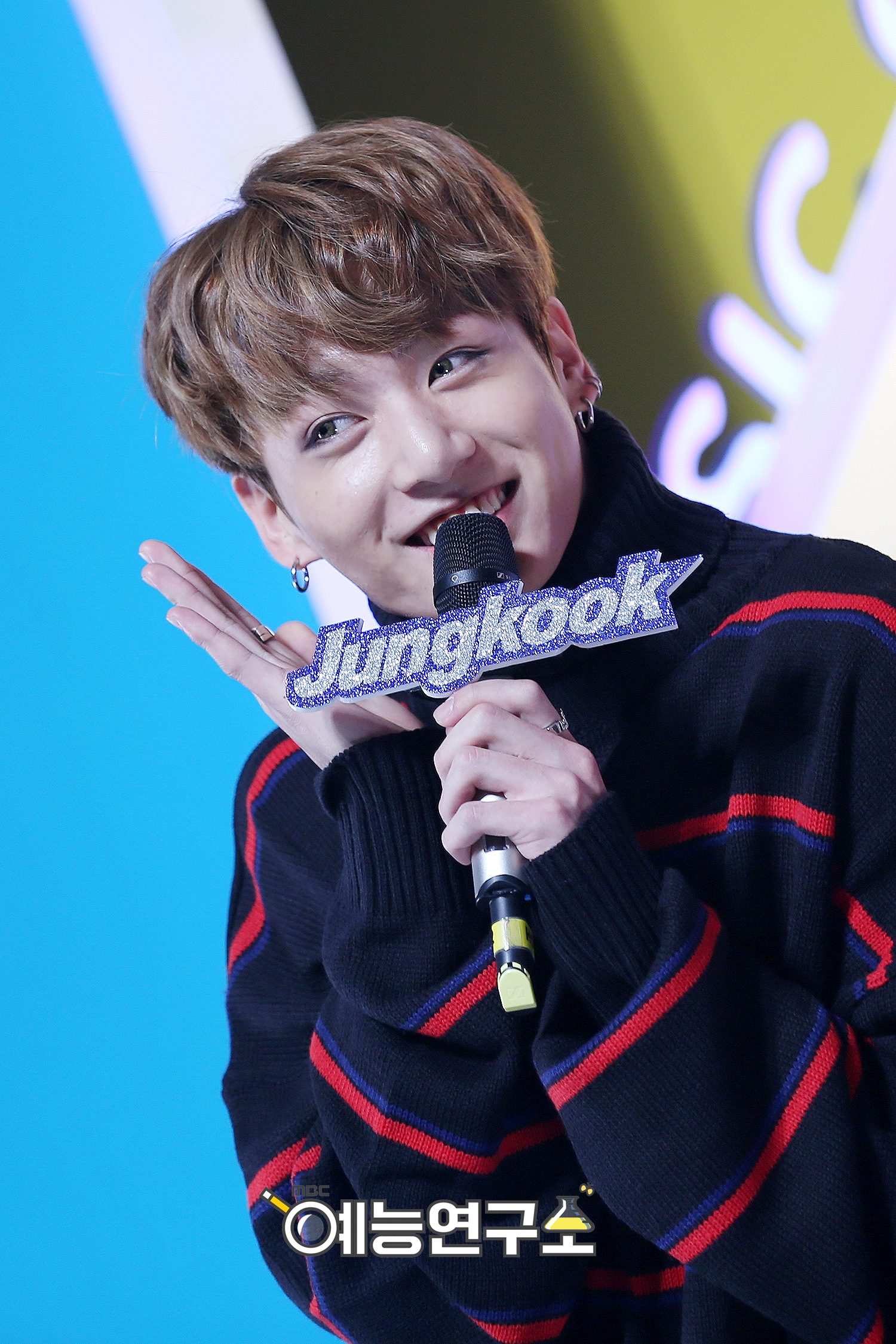 [Picture] J-Hope & Jungkook Special MC at MBC Music Core ...