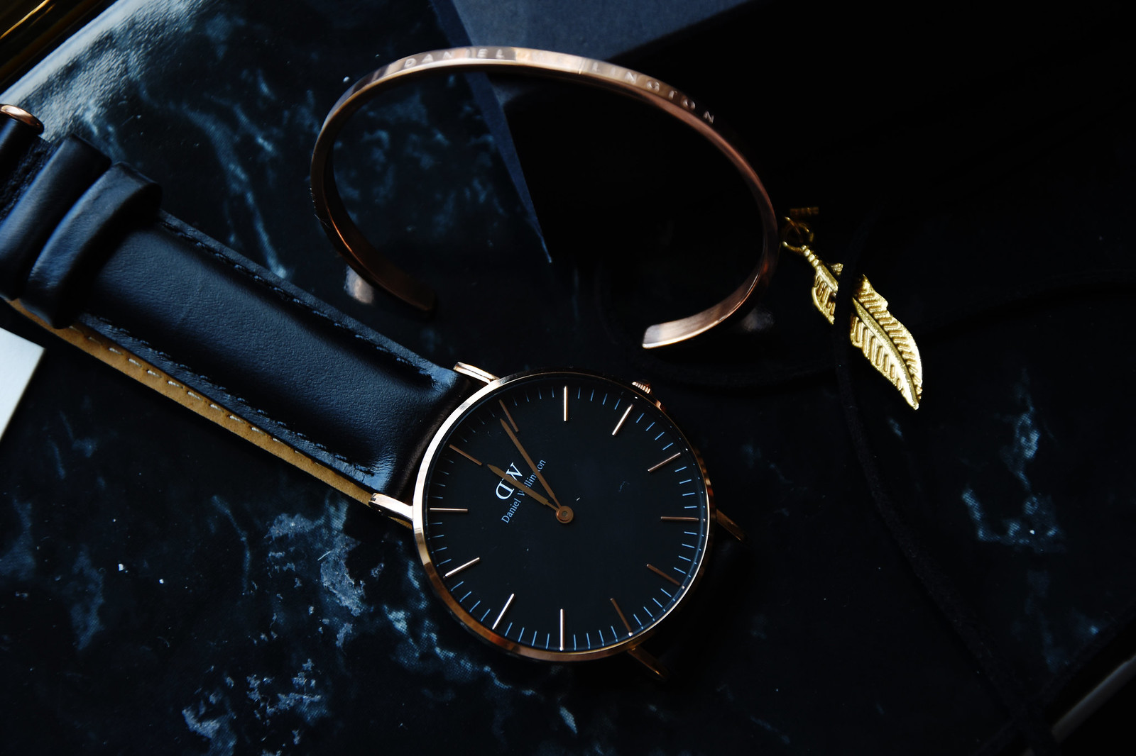 Daniel Wellington classic black watch fashion blogger