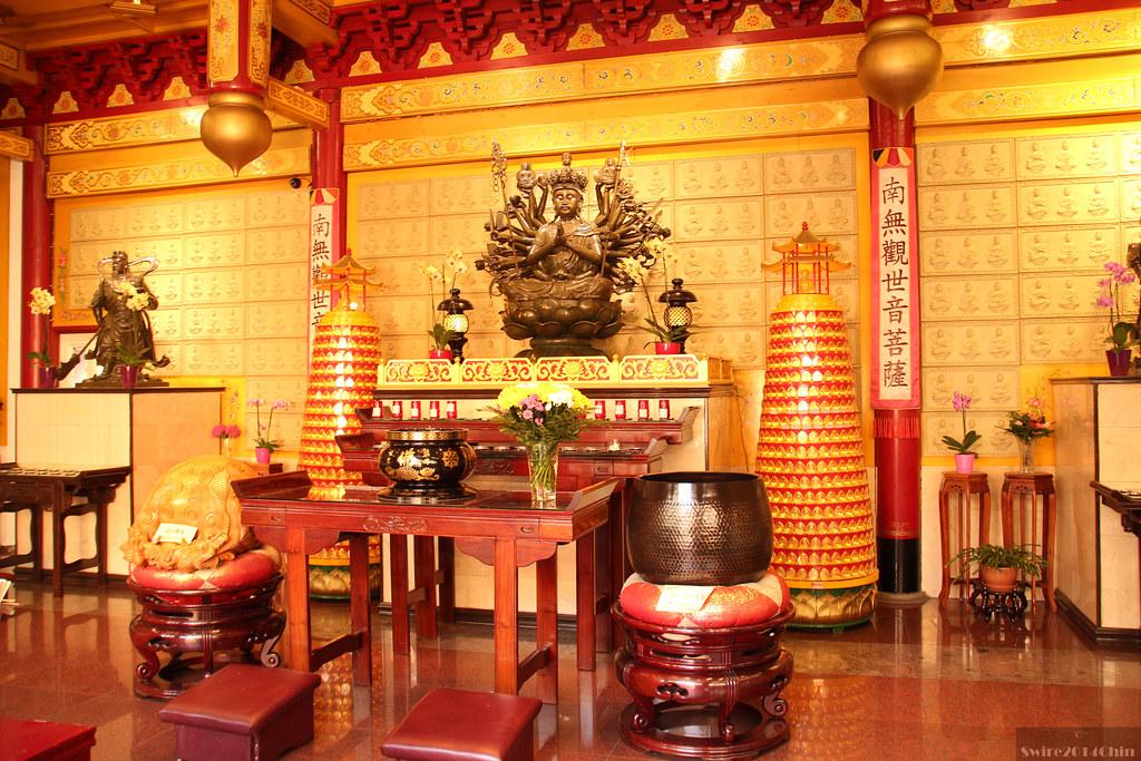 Statue de Bouddha à l'intérieur du temple bouddhiste He Hua à Amsterdam.
