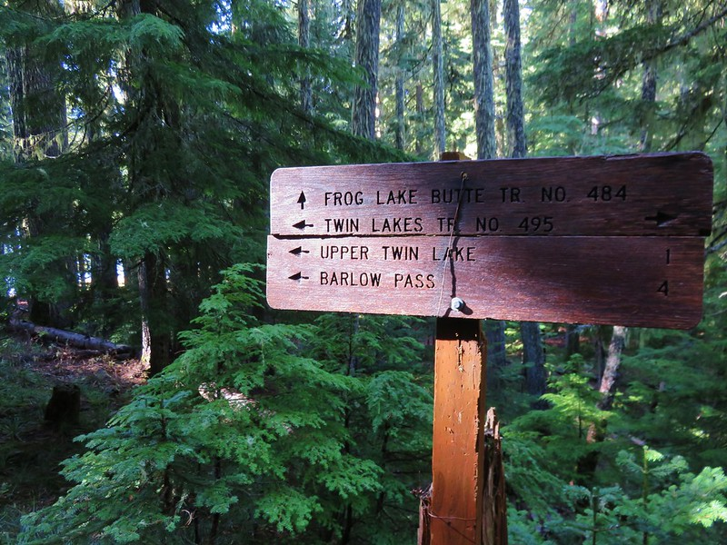 Frog Lake Butte Trail sign near Lower Twin Lake