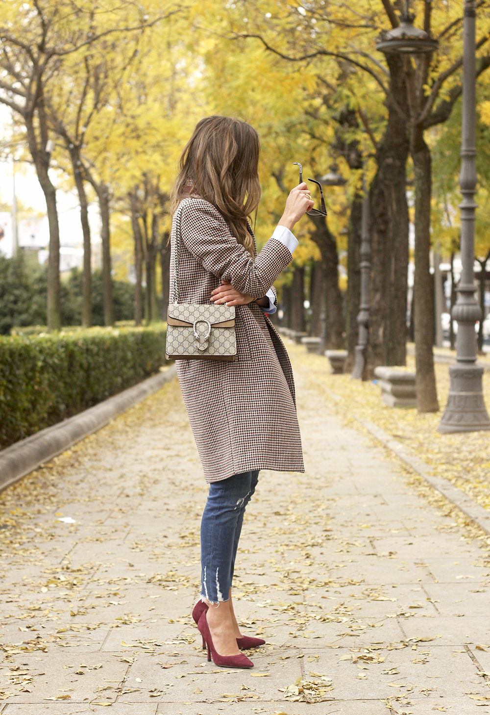 Houndstooth Coat striped shirt burgundy uterqüe heels gucci bag outfit style fashion02