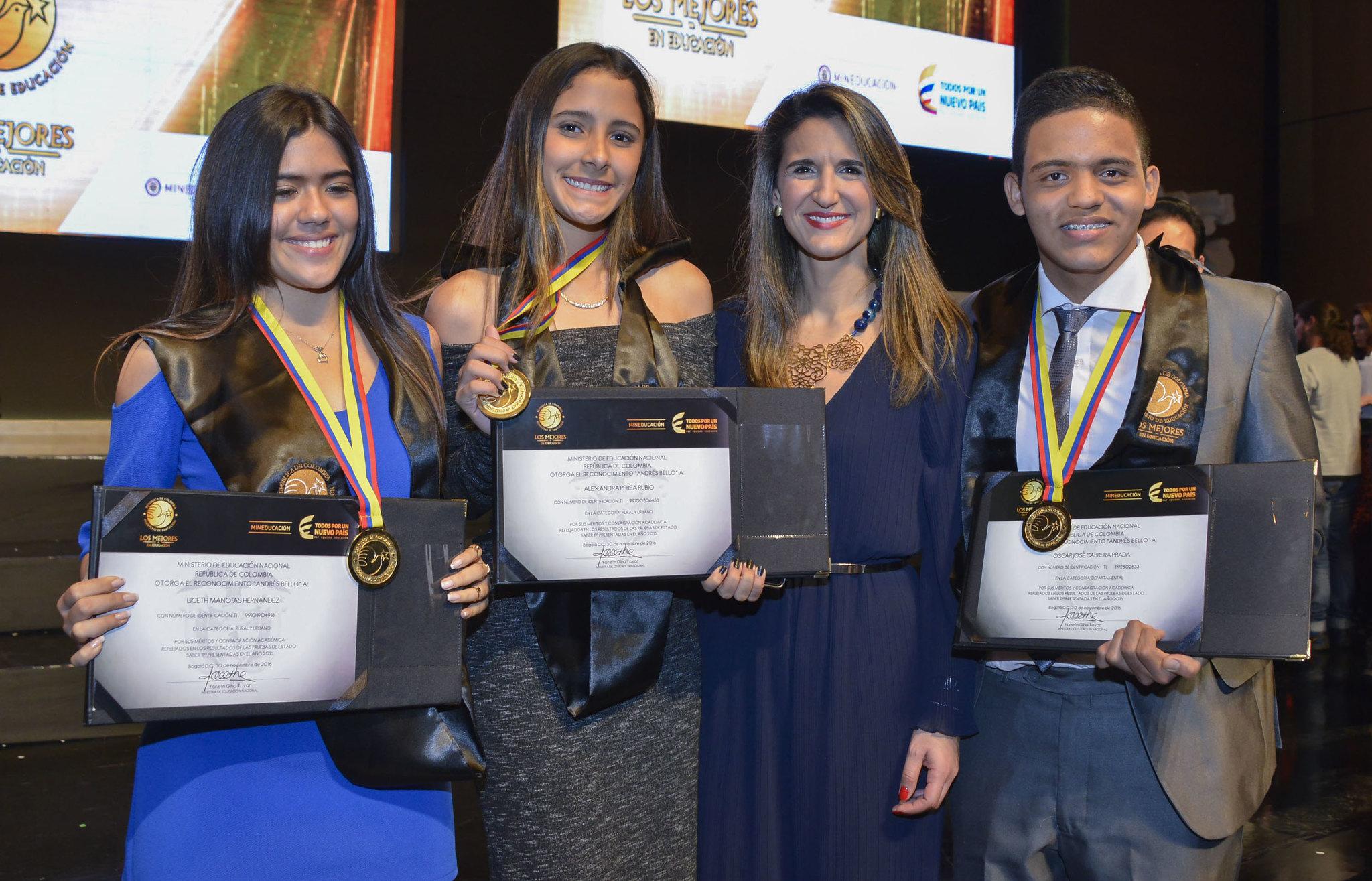 Ministerio de Educación premia a los mejores estudiantes del país – 30 de noviembre de 2016