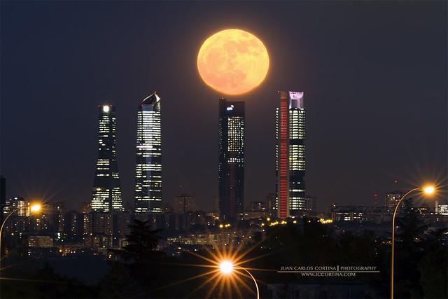 Superluna de 2016 en las cuatro torres de Madrid