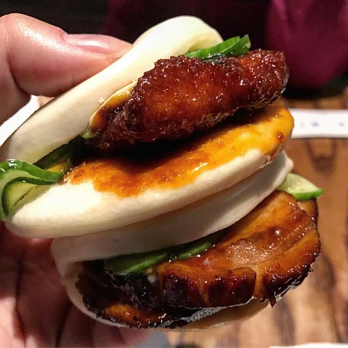Nice buns, hun! 👀 Can't beat these pork belly buns from @ippudony. They also offer chicken and eggplant if you are vegetarian. Perfect app before your ramen. 👌😋 #ippudo #buns #baos #porkbelly.  #nyfoodie #nycfoodie #topcitybites #lovefood