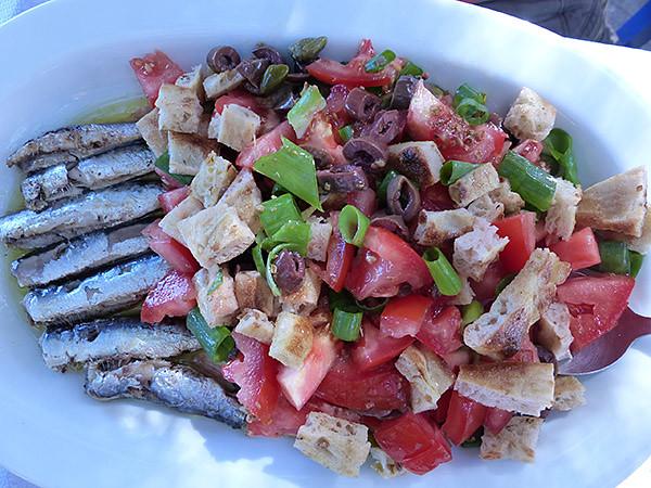 sardines et salade crétoise