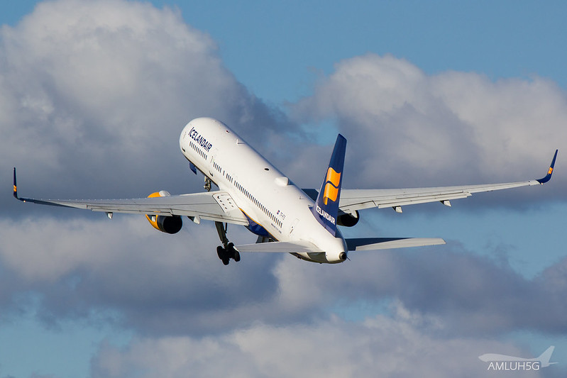 Icelandair - B752 - TF-FIS (2)