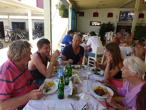 déjeuner chez Nikos
