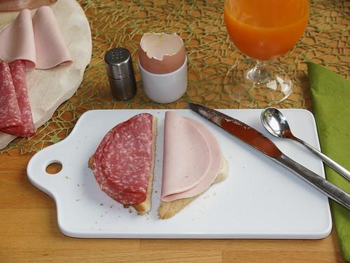 Salami und Schinkenwurst (von frohNATUR) auf Toast