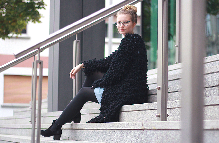 outfit fuzzy jacket girl with glasses fashion2