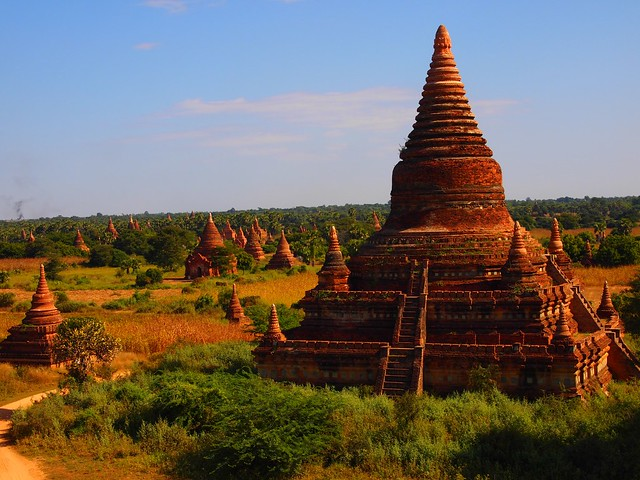 Htilominlo temple in Bagan (Myanmar 2013)
