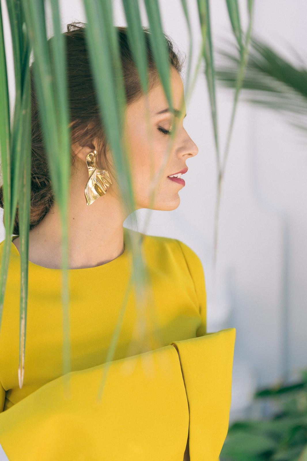 48af00fbe Jessie Chanes Seams for a desire - Mustard Wedding Midi Dress Leopard  Clutch Zacposen Apparentia Marbella