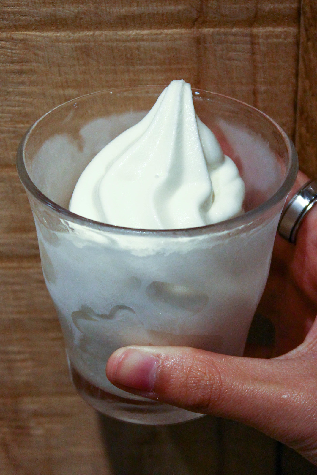 muji_cafe_soft_serve_on_hand