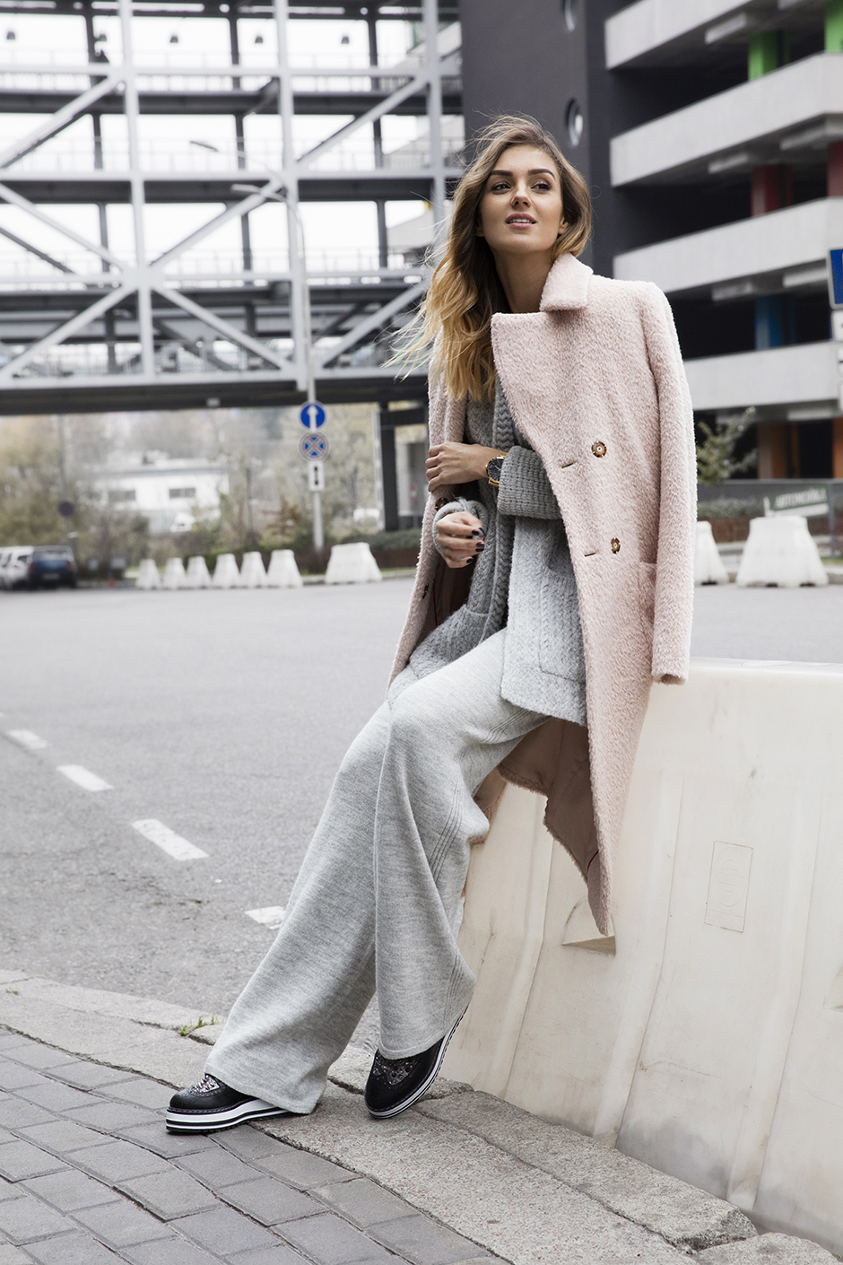 how-to-wear-pastel-coat-outfit-ideas-pink