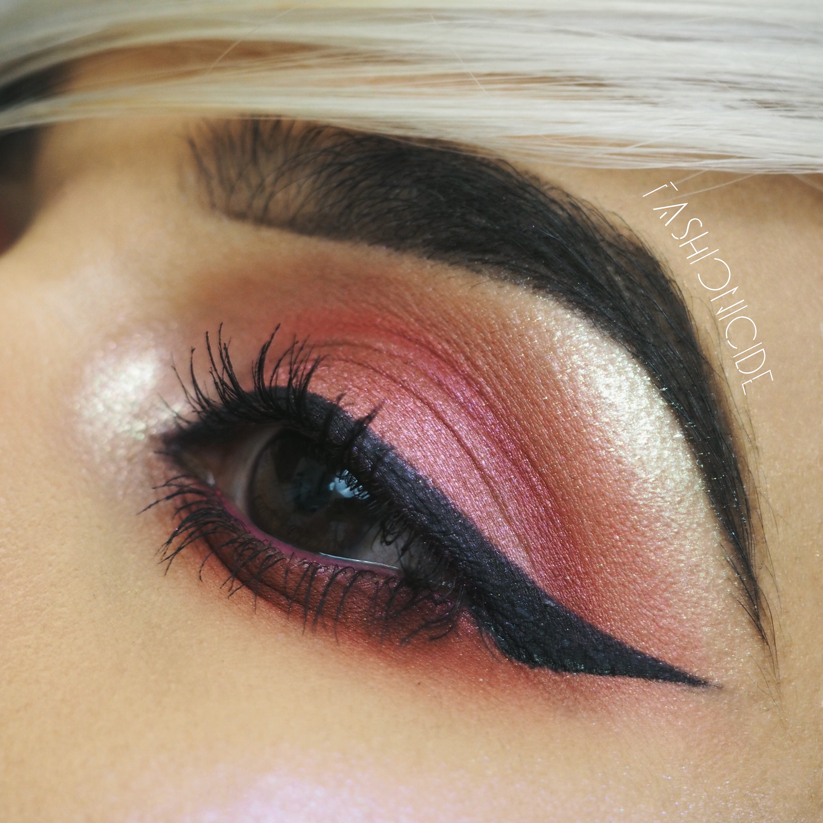 KIKO-Smart-Colour-Burgundy-Metallic-Red-Eyeshadow-16