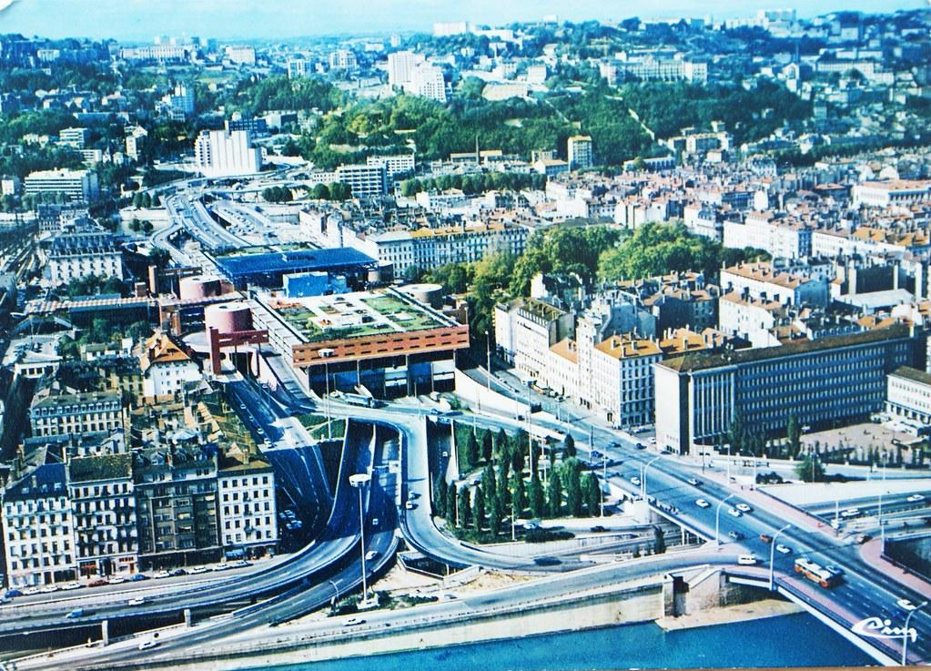 Échangeur autoroutier de Perrache a Lyon, ancienne carte postale des années 70