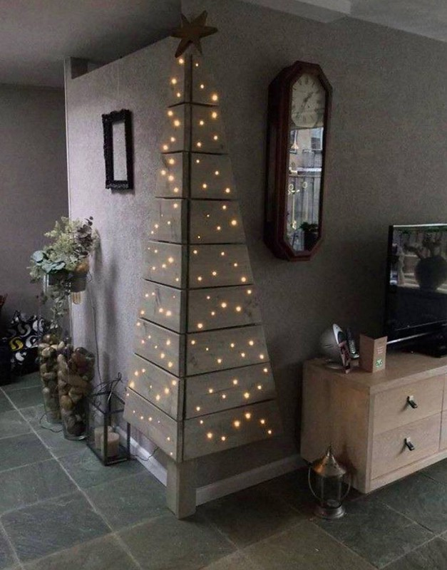 DIY Wooden Corner Christmas Tree