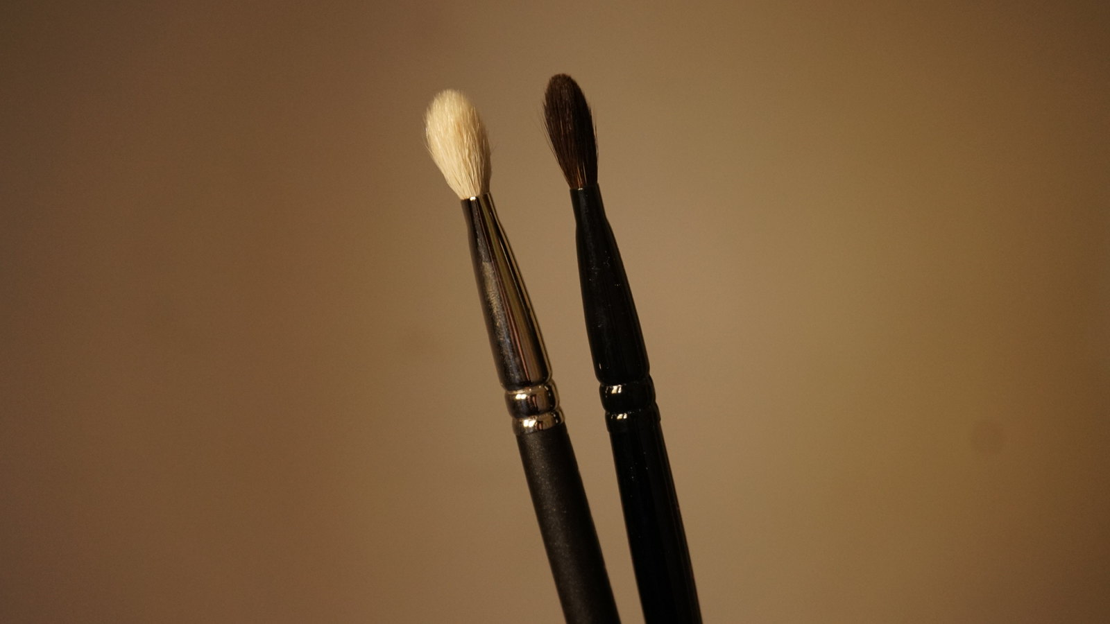 mac 217 brush vs wayne goss brush 06 review girlandvanity.com