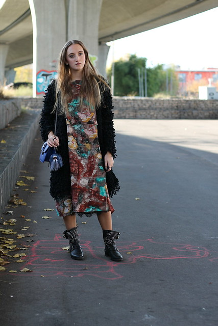 colorful-dress-and-studded-boots-whole-outfit-front-wiebkembg