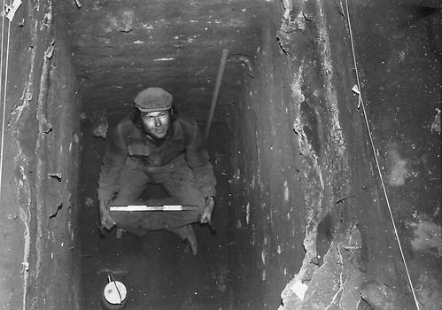 "Paul Weaver, volunteer excavator at Devil""s Lair, WA 1972"