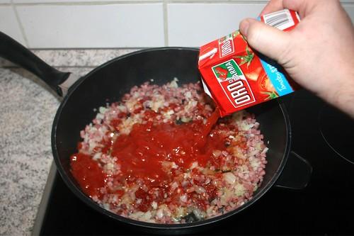 25 - Mit Tomaten ablöschen / Deglaze with tomatoes