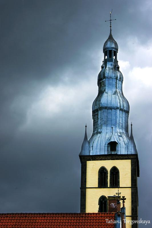 Вид на колокольню церкви Св. Николая