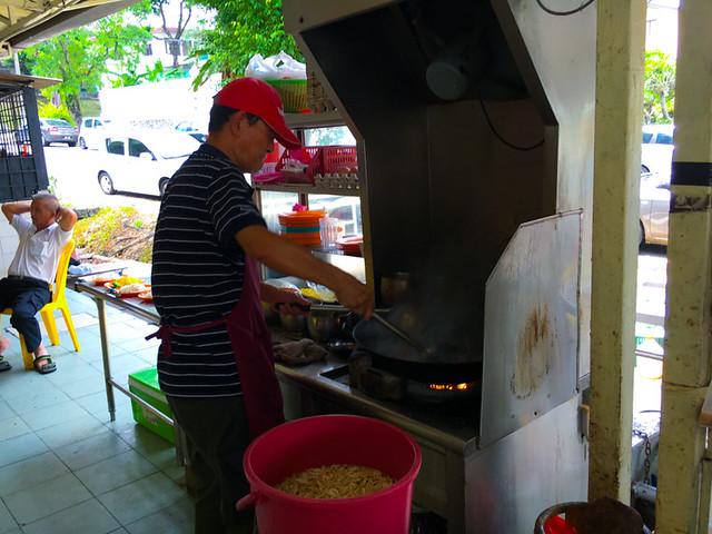 Char-Koay-Teow-Chuan-Lee-Restaurant-PJ-cook