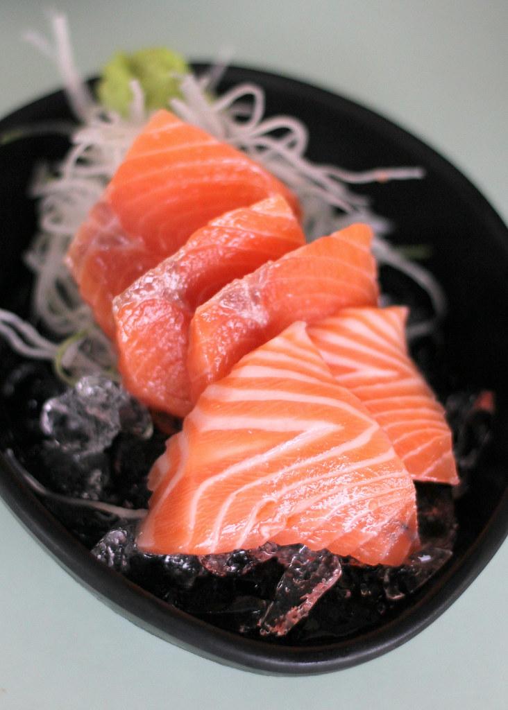 unkai-japanese-cuisine-salmon-sashimi