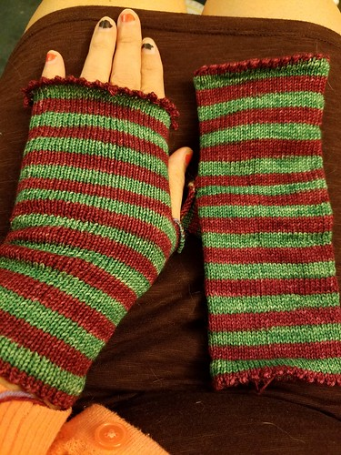 Christmas Mitts