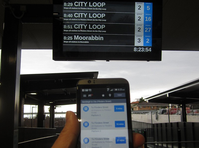 Real-time information: station screen vs phone