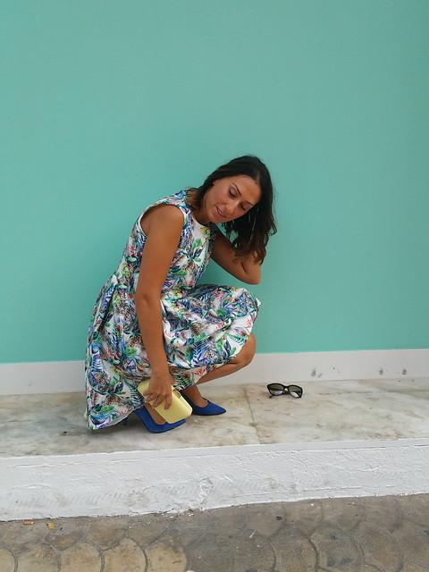Vestido, selvático, selva, cola, tropical, multicolor, zapatos azul klein, clutch amarillo pastel, dress, jungle, tail, tropical, klein blue shoes, pale yellow clutch, S'habiller Moda, Zara, Parfois, Lada Jewelry, Prada