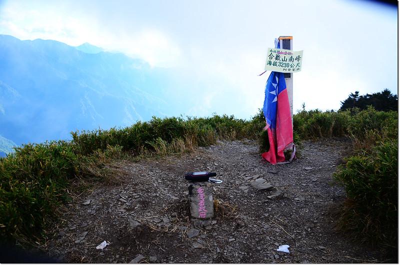 合歡山南峰台灣省政府圖根補點點(Elev. 3230 m) 1