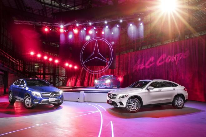 台灣賓士顛覆傳統打造車界首見大型水幕創作,全新GLC Coupe磅礡登場