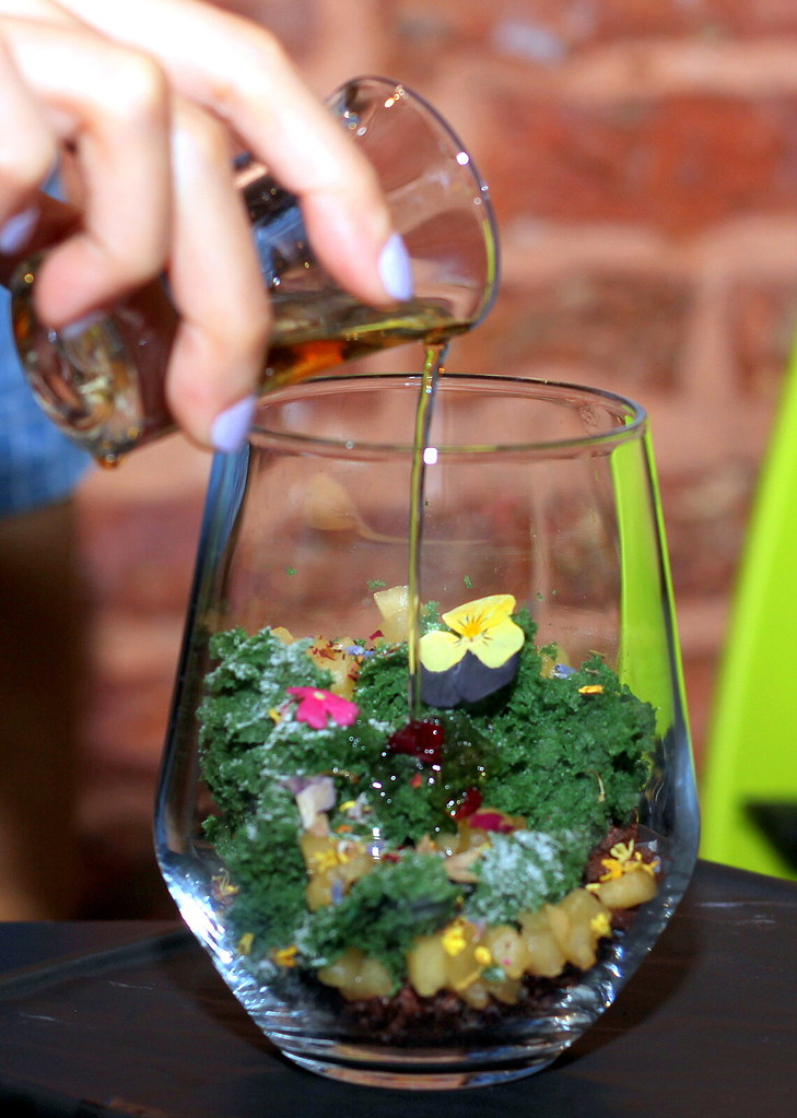 epiphyte-cafe-terrarium-dessert-with-rum