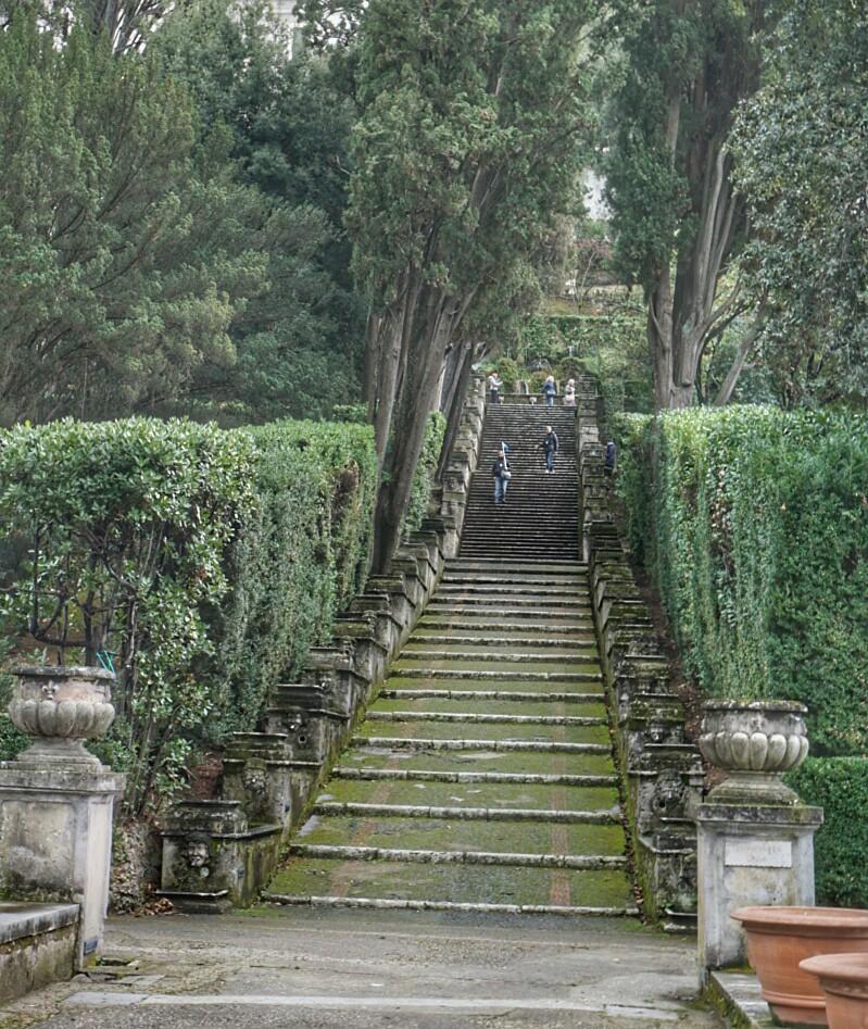 Portaat huvilalle Villa d'Estessa