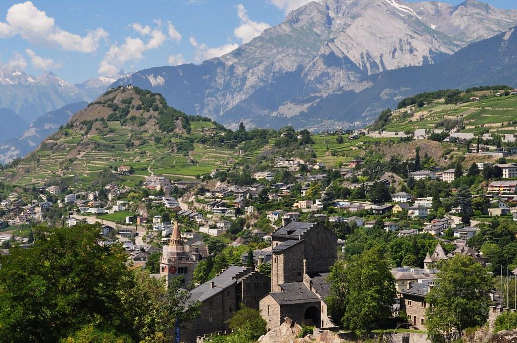 Château De La Majorie Et La Ville De Sion, Canton Du Valais, Suisse.