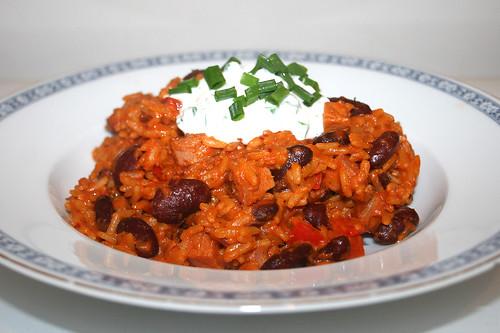 53 - Rice stew with bell pepper, beans & smoked ham & chives cream - Side view / Paprika-Reistopf mit Paprika, Bohnen, Kasseler & Schnittlauchcreme - Seitenansicht