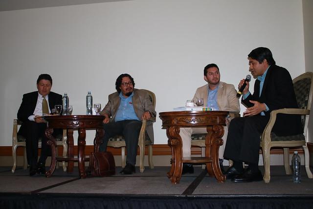 """Foro """"Democratización, Derechos Humanos y Fuerzas Armadas en Centroamérica: Retos para Honduras"""""""