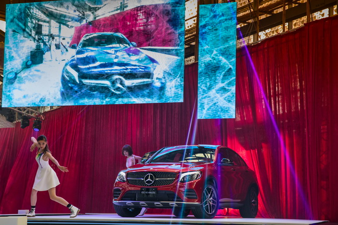 舞者們狂想的舞步搭配強烈舞曲風格,突顯全新GLC Coupe的創新定位