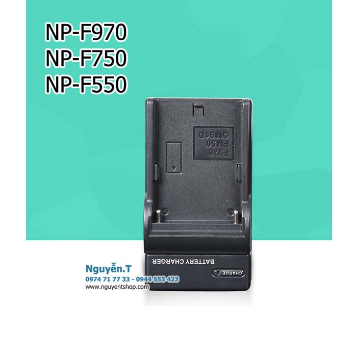 Sạc pin NP F550 F750 F970 cho đèn Led