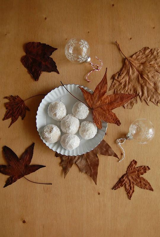 Rum nutmeg snowballs / Bolinhas de noz-moscada e rum