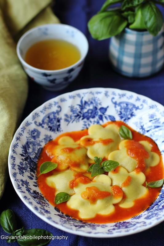 Ricetta dei ravioli farciti con ricotta di capra e melanzane