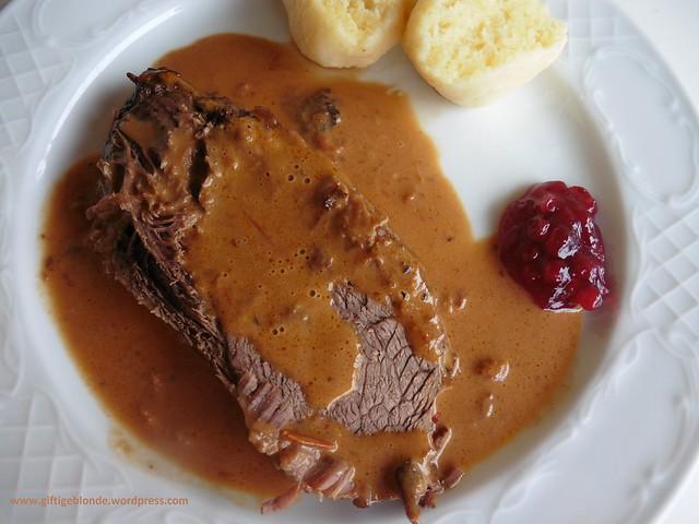 Rindsbraten mit Rotweinsauce mit hausgemachten Erdäpfelknödel