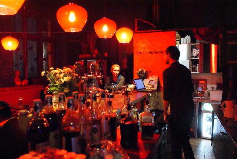 Bar Szafé dans un quartier peu touristique, rendez-vous avec les locaux et les expats.