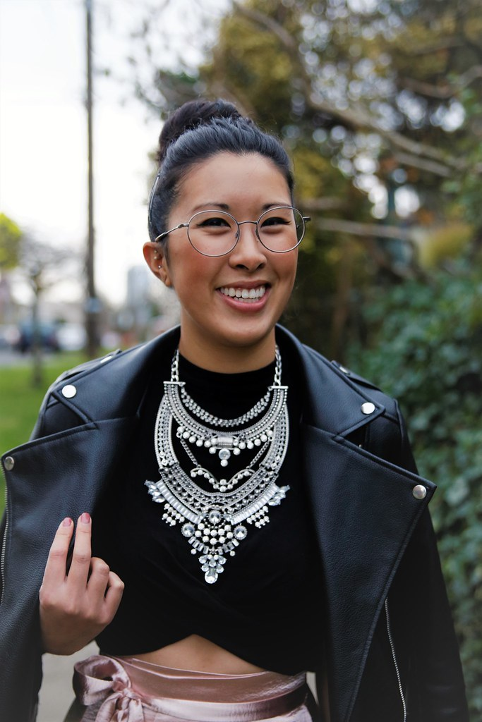 holiday party outfit ideas - statement necklace