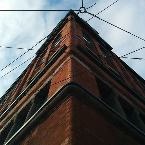 Looking up at the Broadview Hotel #toronto #riverdale #broadviewhotel #queenstreeteast #broadviewave