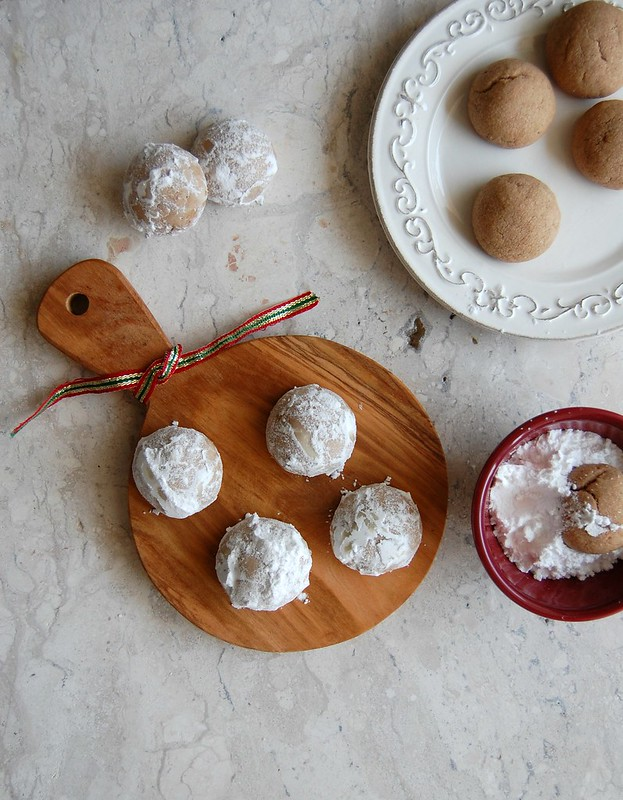 Winter snowball cookies / Bolinhas de neve de chocolate e amêndoa
