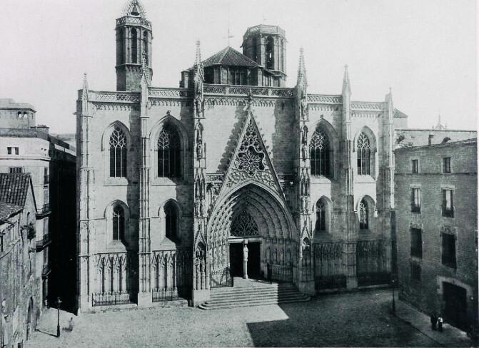 Façade de la cathédrale Sainte Eulalie à Barcelone.